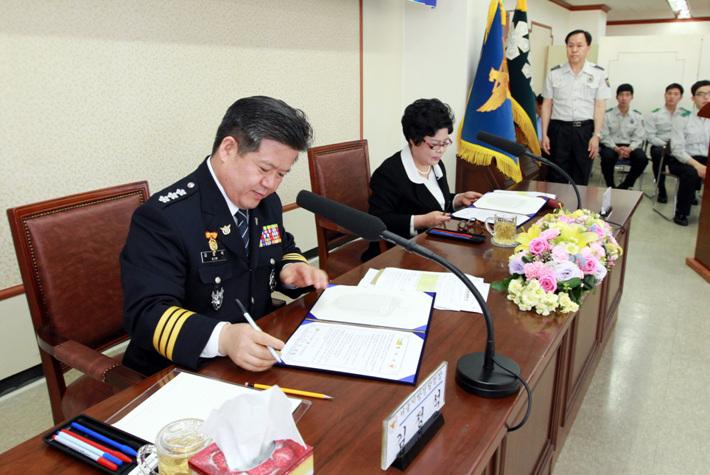 (2013.05.16) 한국시낭송협회와의 업무 협약식 094.jpg